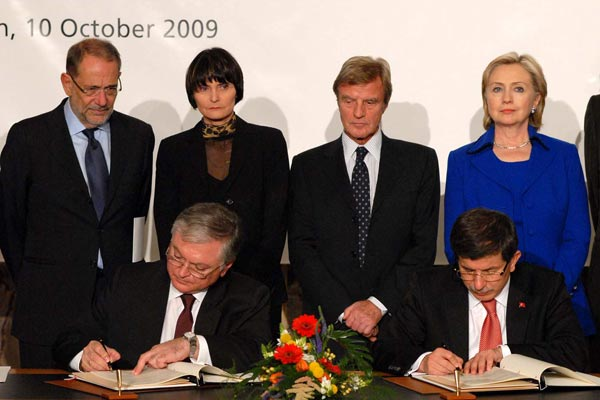 Oct. 10, 2009, Armenia's Foreign Minister Edward Nalbandian (L) and his Turkish counterpart Ahmet Davutoglu signed the protocols.